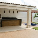 Deck com forno de pizza e churrasqueira